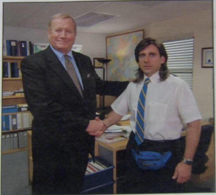 Meme de The Office où Michael sert la main à un directeur